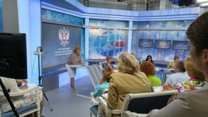 На фото: выступление уполномоченный по правам ребенка Ленинградской обл. Литвиновой Т.А.